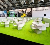 BedrijfsAutoRAI 2012 - Foto 5 - white wash tafel met witte stoelen - Mercedes Stand