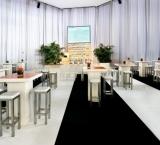 Building Holland 2012 - Foto 5 - Stafels met gekleurd blad