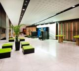 SHREK de Musical - Foto 2 - Lounge blokken met lime groene kussens